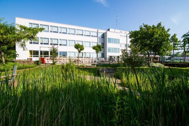 De Wijnpers is een aangename, open school met een prachtig zicht op het centrum van Leuven, vlak bij de stad en toch omgeven door tuinen en natuur. Je kan er heel wat unieke studierichtingen volgen op technisch, artistiek en beroepsniveau.